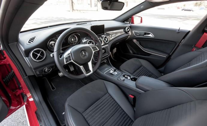 2014-mercedes-benz-cla45-amg-4matic-interior-photo-561200-s-1280x782