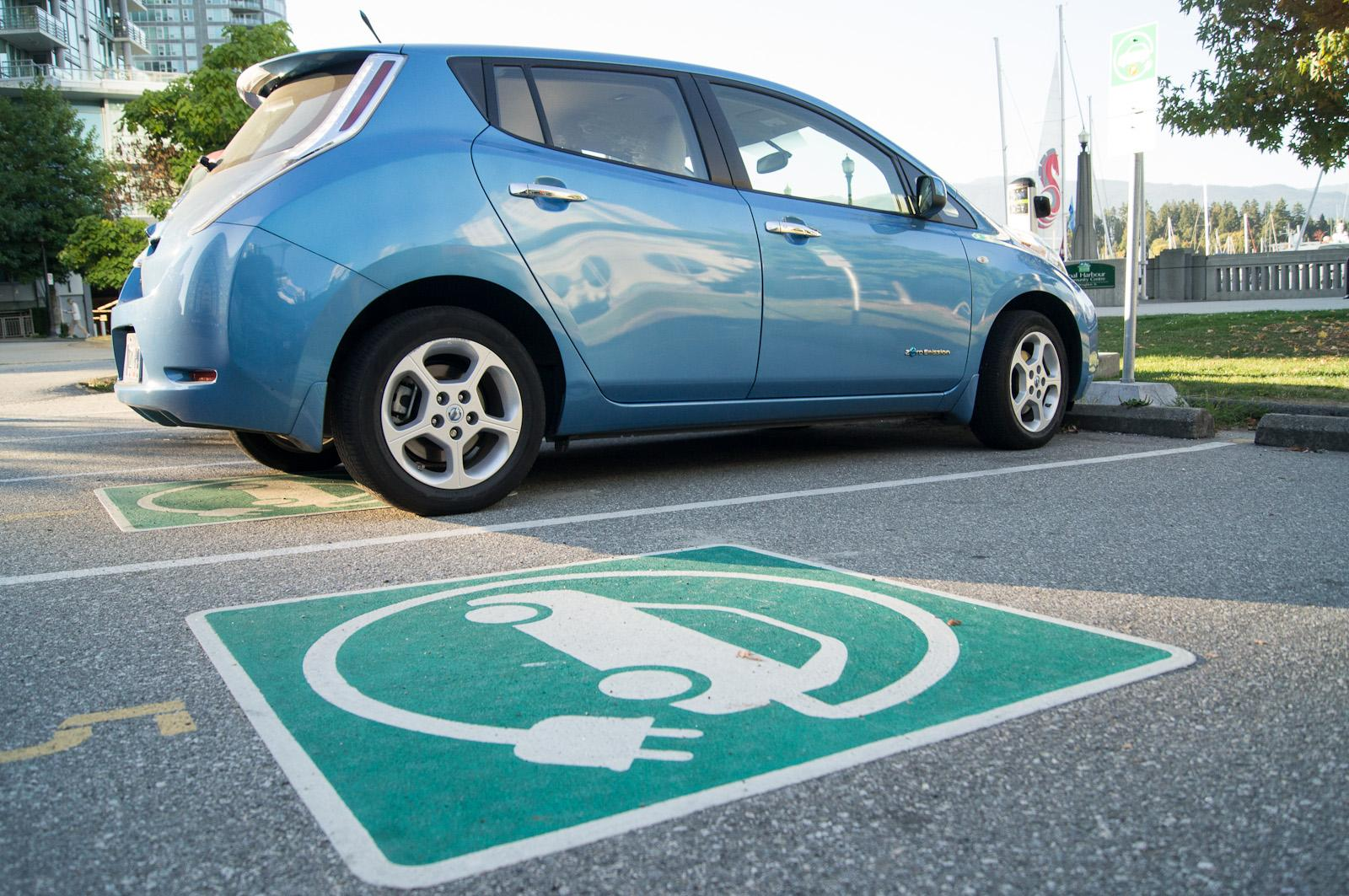 Germany Ready to Invest Heavily in Charging Stations for Electric Cars